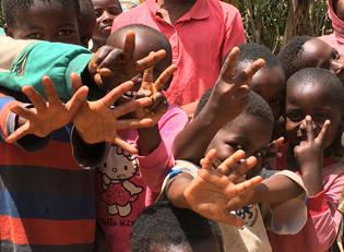 Kongo Kinder im Waisenhaus